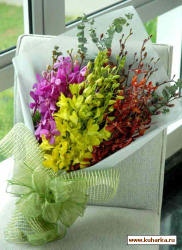 цветы и игрушки из бисера.