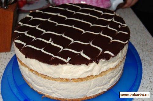 Торт на фотографии изготовлен из