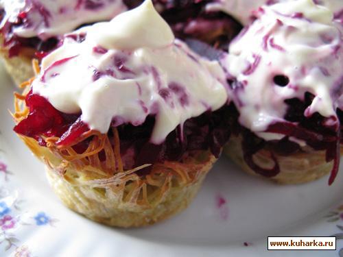 Рецепт Селедка под шубой в картофельных стаканчиках