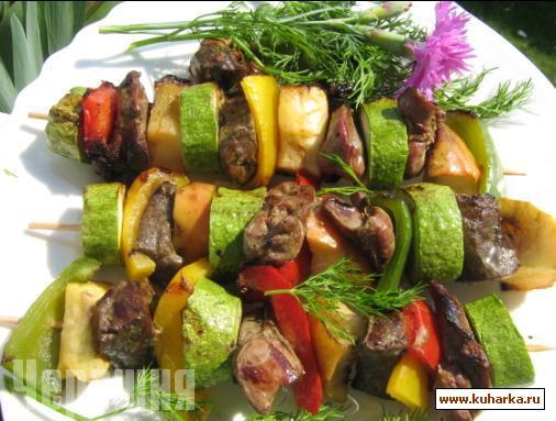 Рецепт Шашлык из куриной печени и овощей.