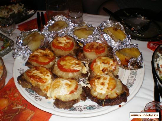 Рецепт Свинина с ананасами и помидорами