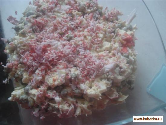 Рецепт Салат из кальмаров, рыбы и крабовых палочек