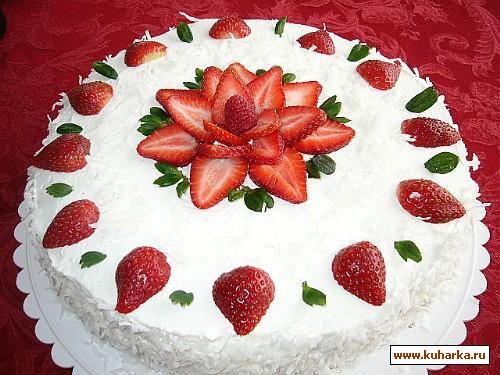Фото украшения тортов клубникой