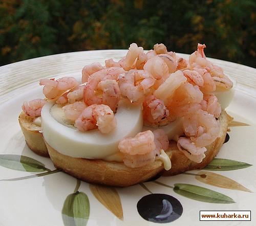 Рецепт Бутерброд с креветками и яйцом