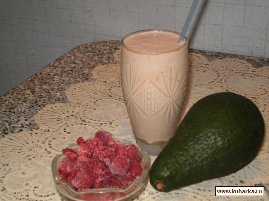 Рецепт Молочный коктейль с авокадо и малиной