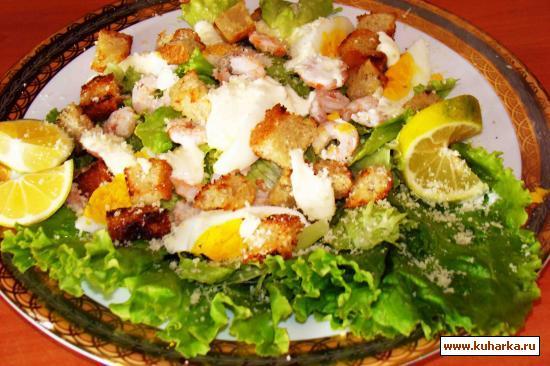 Рецепт Салат с креветками, сухарями и яйцами