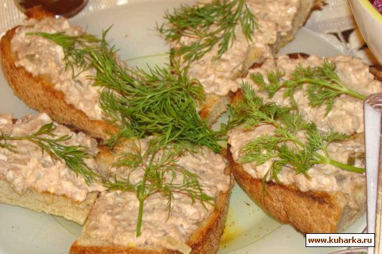 Рецепт Тунцовый салат на хлебных сухарях
