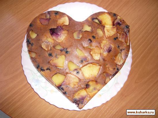 Рецепт Пирог бисквитный с яблоками и ягодкой