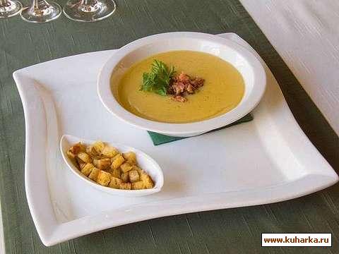 Рецепт Гороховый суп-пюре с ароматными сухариками.