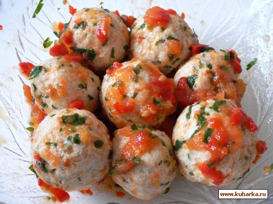 Рецепт Куриные тефтели в соусе из запеченных помидоров и перцев.