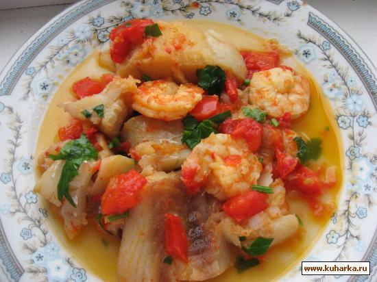 Рецепт Филе трески с креветками в соусе из помидоров и перцев.