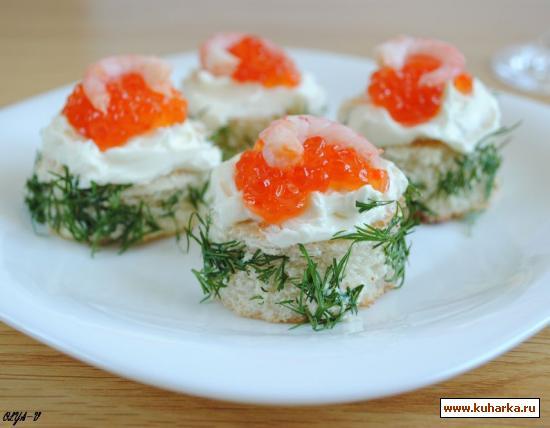 Рецепт Мини-бутерброды с красной икрой и креветками