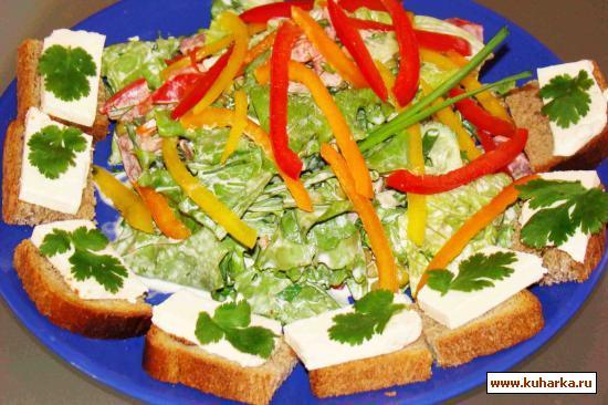 Рецепт Салат зеленый с чесночным хлебом и сыром