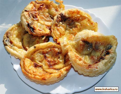 Рецепт Сырные лепешки с красным луком и грушей