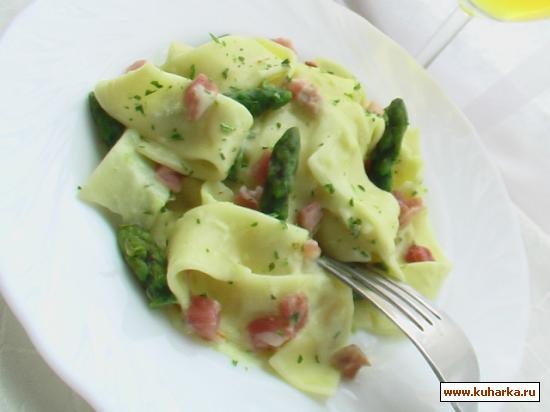 Рецепт Лапша с зелёной спаржей и соусом карбонара