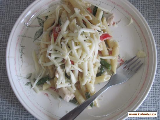 Рецепт Макароны Пенне с курицей в сырном соусе