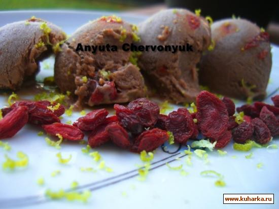 Рецепт Шоколадное мороженое с ягодами гохи.