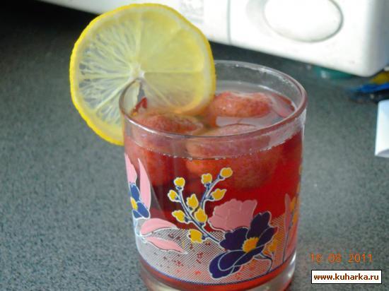 Рецепт Клубничный компот с лимоном