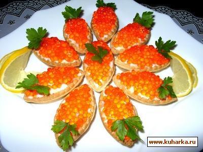 Рецепт Тарталетки с рыбным салатом и икрой