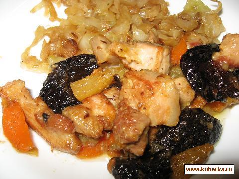 Рецепт Свинина с черносливом и тушёной капустой
