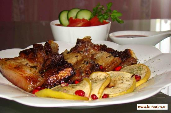 Рецепт Свинина под гранатовым соком с яблоками и мятой