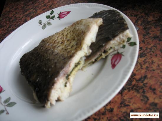Рецепт Запеченное филе рыбы, фаршированное белым хлебом с маслом и зеленью