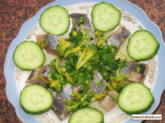 Рецепт Сельдь соленая в соусе из петрушки и лимона