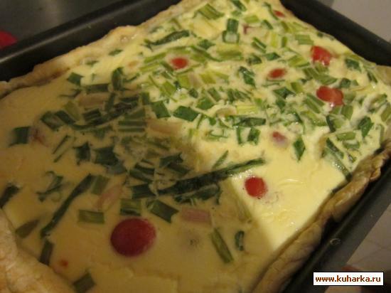 Рецепт Заливной пирог с семгой, помидорами черри и брынзой.