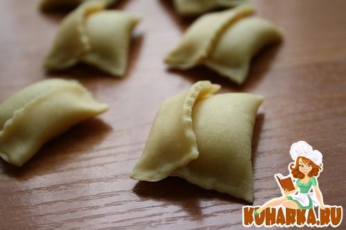 Рецепт Аgnolotti- итальянские пельмени с горохово- сливочной начинкой под сметанным соусом.