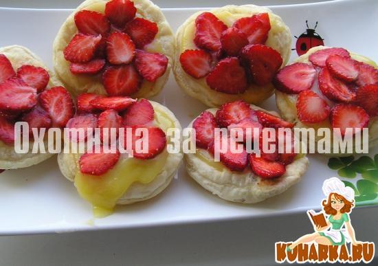 Рецепт Пирожные с лимонным курдом и клубникой
