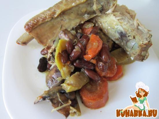 Рецепт Свиные ребрышки с грибами и красной фасолью.