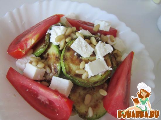 Рецепт Салат из кабачков с сыром фета.