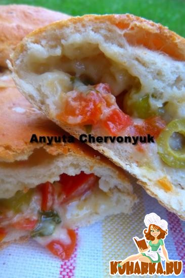 Рецепт Кальцоне с томатами и оливками.
