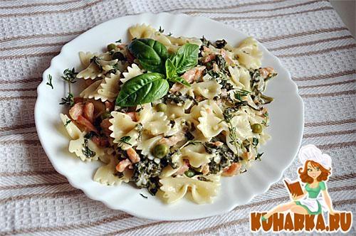 Рецепт Бабочки с семгой в шпинатном соусе