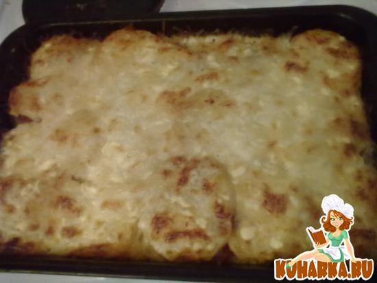 Рецепт Сыр запеченный с картофелем и помидорами.