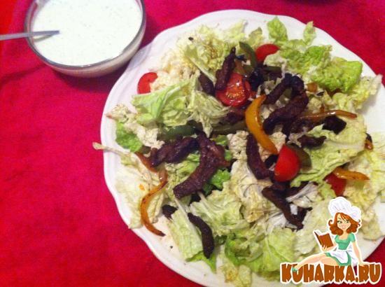 Рецепт Мясной салат с овощами и дип-соусом