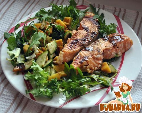 Рецепт Семга с салатными листьями, манго и свежим огурцом