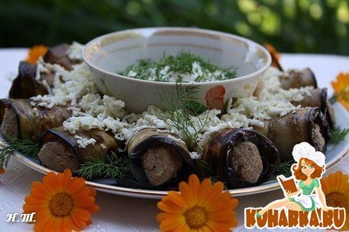 Рецепт Рулетики из баклажанов с печеночным паштетом и сметанно- чесночным соусом.