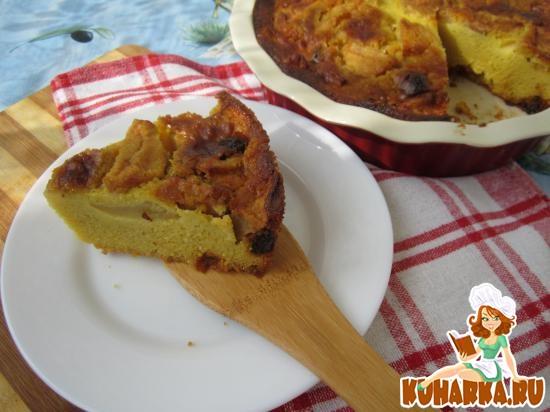 Рецепт Кукурузный заварной пирог с яблоками и изюмом.