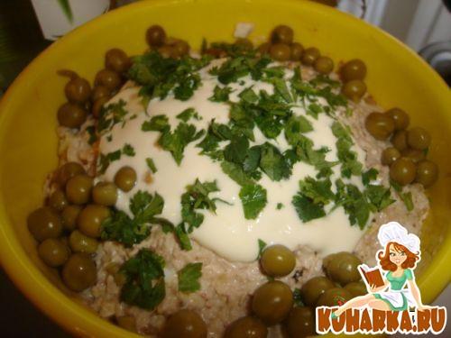 Рецепт Салат из куриной грудинки с грецкими орехами