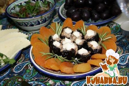 Рецепт Чернослив с грецкими орехами и чесноком.