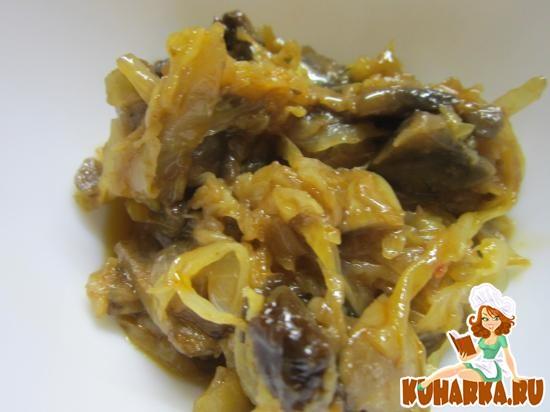 Рецепт Капуста тушенная с грибами и черносливом