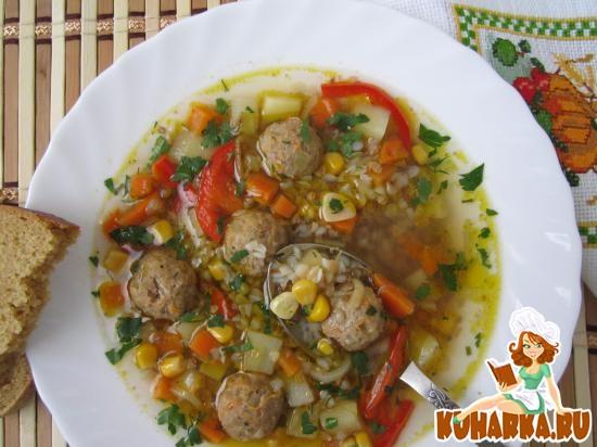 Рецепт Гречневый суп с фрикадельками и кукурузой.