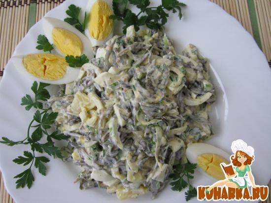 Рецепт Салат из морской капусты, картофеля и яиц.