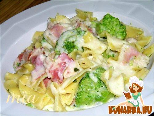Рецепт Тальятелле с брокколи в сырном соусе