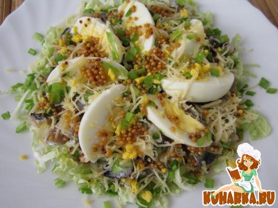 Рецепт Салат из салаки, яиц и сыра.