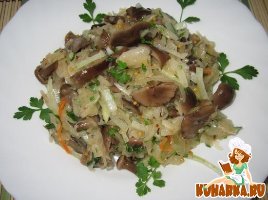 Рецепт Салат из квашеной капусты и грибов.
