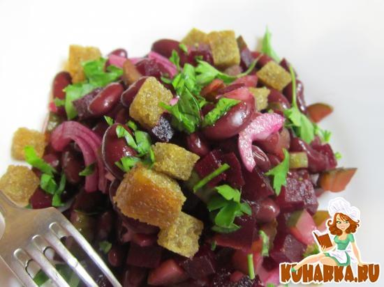 Рецепт Салат из свеклы и фасоли с домашними сухариками