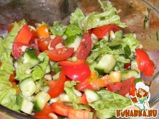 Рецепт Овощной салат с кедровыми орешками
