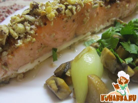 Рецепт Норвежская семга в ореховой корочке с грибным винегретом